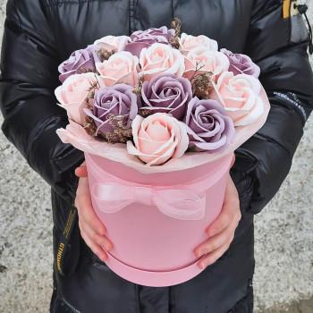 Коробка с розами из мыла Робкая надежда