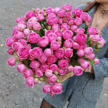 Пионовидная кустовая роза