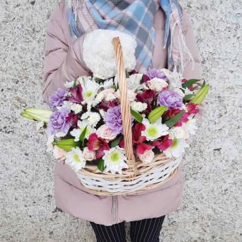 Корзина с цветами в подарок