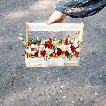 Ящик с цветами Яркий день